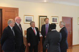 La délégation française reçue par Achod Ghoulian, Président de l'Assemblée national