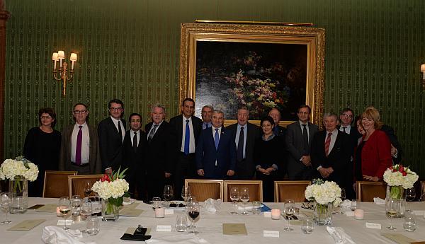 Achot Ghoulian et des membres du Cercle d'Amitié